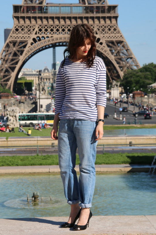 paris-fashion-blogger_boyfriend-jeans_pointy-heels_striped-tee_red-lips-outfit